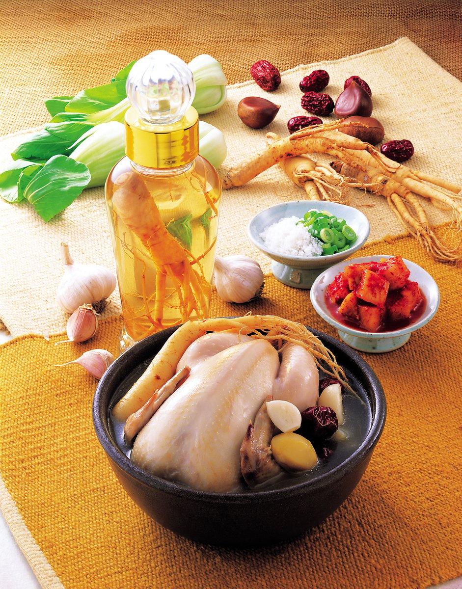 南韓極具代表性的傳統飲食——參雞湯。(大紀元資料圖片)
