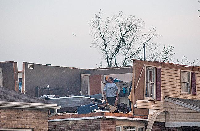 5月27日晚些時候,俄亥俄州遭到龍捲風襲擊。導致該州7萬個家庭和公司停電。(AFP)