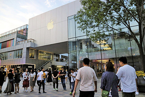 官媒煽動反美 果粉仍擠滿三里屯蘋果店
