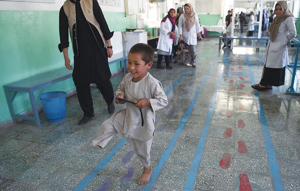拉曼在小時候被地雷炸斷右腿,被迫截肢。(WAKIL KOHSAR/AFP/Getty Images)