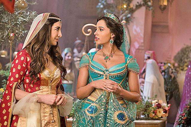 左為茉莉公主忠誠的侍女兼知己朵蘭,為本片原創角色。右為茉莉公主。