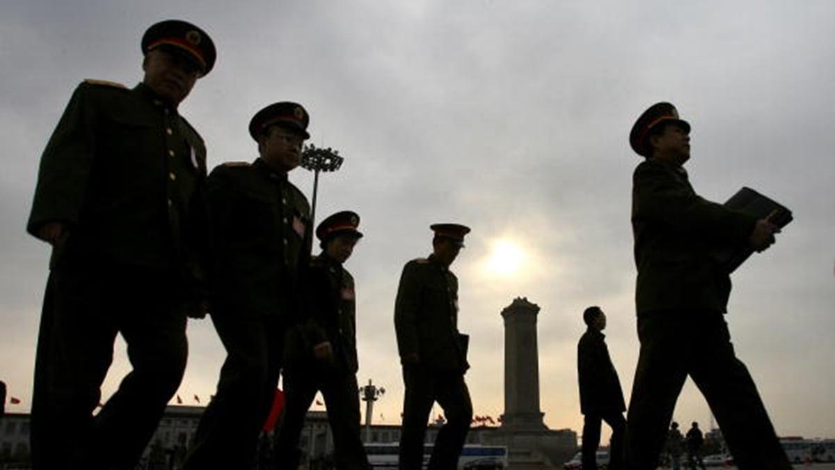 貿易戰好似一劑催化劑,正在使背後進行的中共黨內各派鬥爭浮出水面,各派系正在利用美中貿易戰的機會布局和爭鬥廝殺。示意圖( MARK RALSTON/AFP/Getty Images)