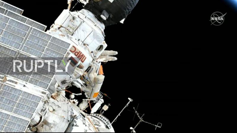 俄羅斯時間5月29日,2名俄羅斯宇航員在國際空間站進行太空作業。(視頻截圖)