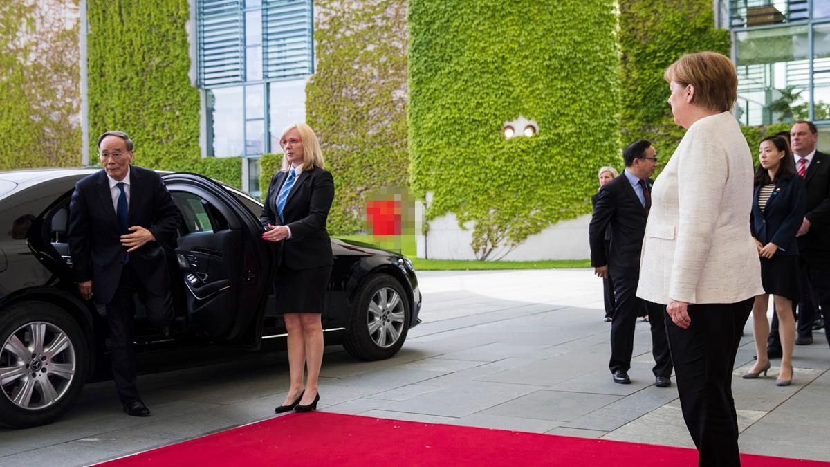 中共國家副主席王岐山5月31日訪問德國,其車隊遭遇多名海外流亡人士砸雞蛋抗議。示意圖(ODD ANDERSEN/AFP/Getty Images)