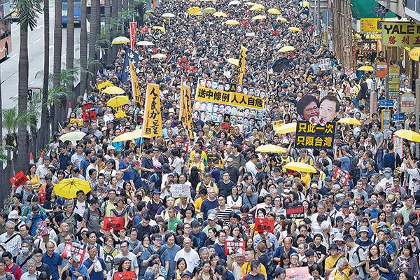 圖為4月28日民陣及民主派團體發起的第二次反「送中」惡法大遊行,有13萬人上街。(李逸/大紀元資料圖片)