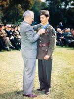 二戰士兵拒持武器上戰場 救下75人 獲最高軍事勳章 成為英雄