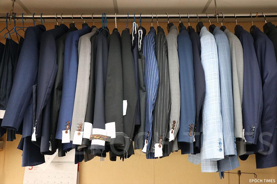 斌仕洋服提供各式各樣的布料與剪裁設計,迎合不同顧客的需要。(黃曉翔/大紀元)