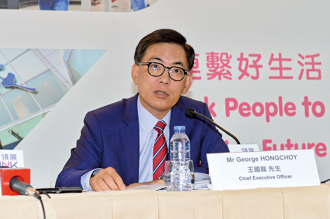領展行政總裁王國龍昨在業績會上表示,貿易戰不止影響消費市場,亦影響銀根,融資上出現困難,「市場上見多了(出售)投資項目」。(大紀元資料室)