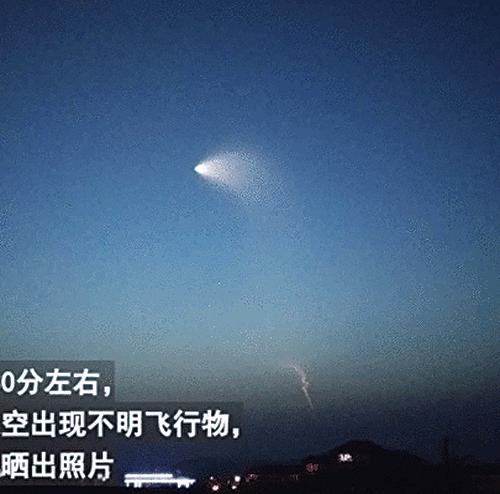 6月2日清晨,大陸多地網民目擊到空中出現不明發光飛行物。(影片截圖)