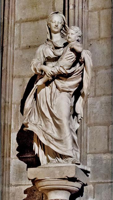 聖母院內部的另一尊聖母子雕像。(Carlos Delgado/Wikimedia Commons)