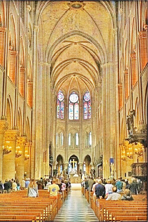 巴黎聖母院內景,聖壇(高祭壇)與穹頂。(Dennis Jarvis/Flickr)