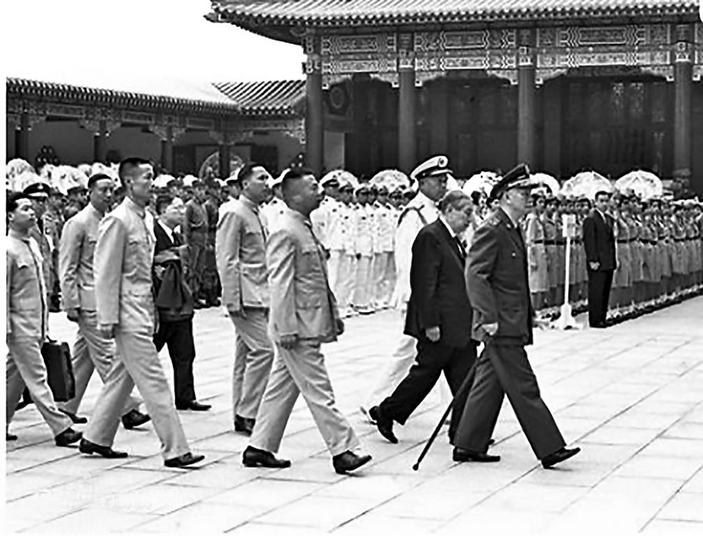 1969年3月29日,蔣介石親臨新落成的圓山忠烈祠園,主持春祭典禮。這一時期台灣興建的許多建築,都極具中國傳統特色。(網絡圖片)