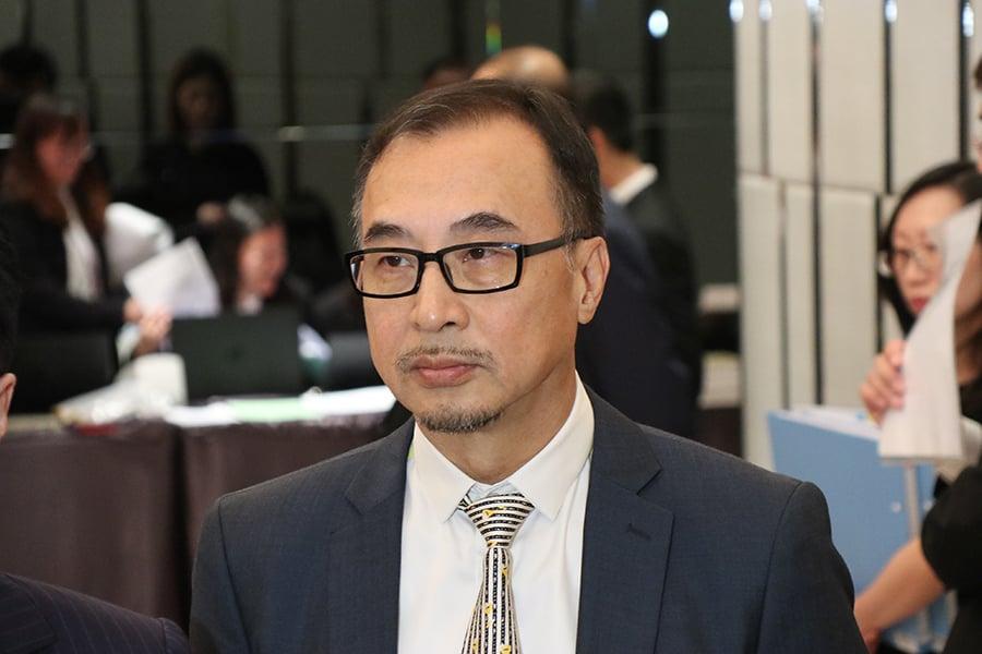美麗華酒店副行政總裁黃烈初補充,公司手上現金有人民幣,但佔比不多。(黃曉翔/大紀元)