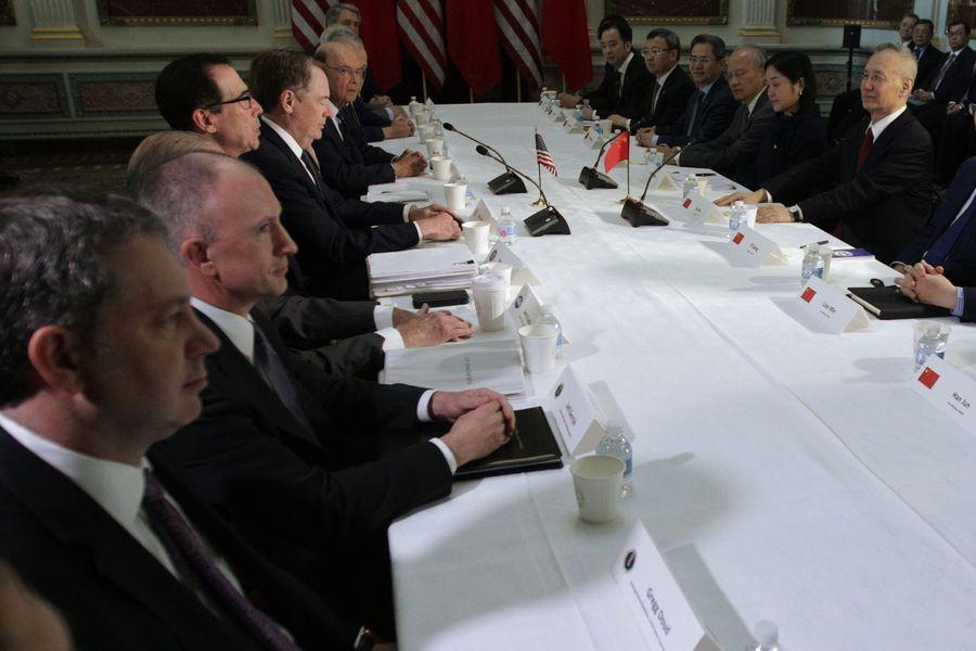 美國貿易代表辦公室(USTR)以及財政部6月3日發表聯合聲明,回應中方的白皮書。圖為今年2月下旬,美中在華府展開談判。(Alex Wong/Getty Images)