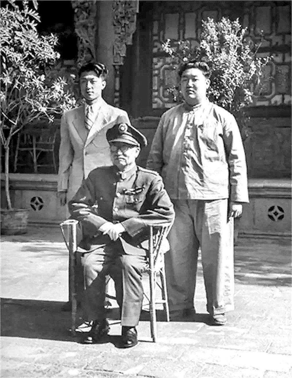 閻錫山 1948 年在辦公室的留影,時任太原綏靖公署主任兼山西省政府主席。(公有領域)