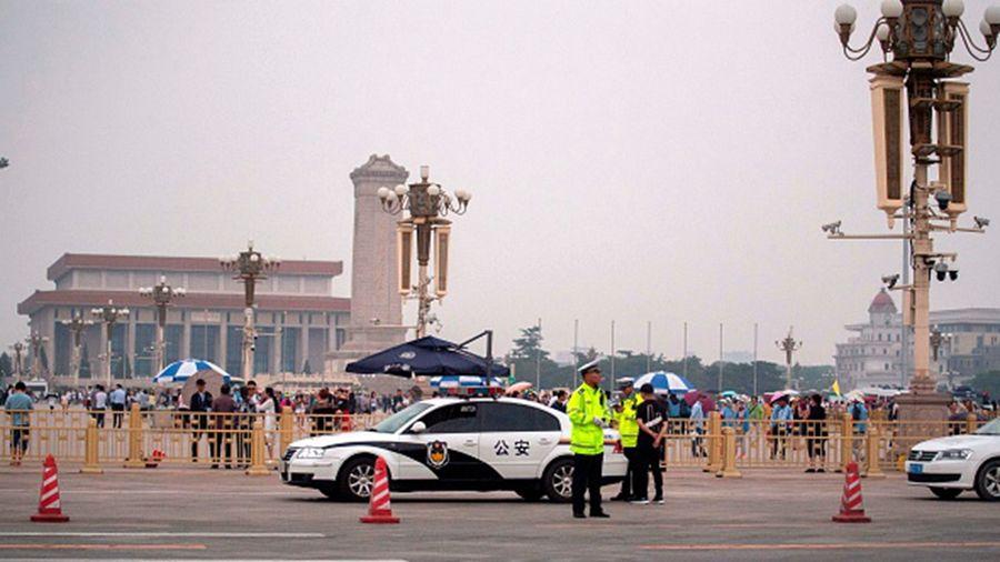 「六四」30周年之際,天安門廣場四處是警察、暗哨。(MATHEW KNIGHT/AFP/Getty Images)