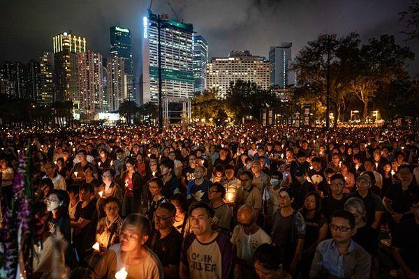 6月4日晚,香港維園六四30周年紀念集會,參加人數達到了18萬人。(Anthony Kwan/Getty Images)
