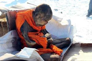 蒙古高僧盤坐200年 肉身頭髮尚存