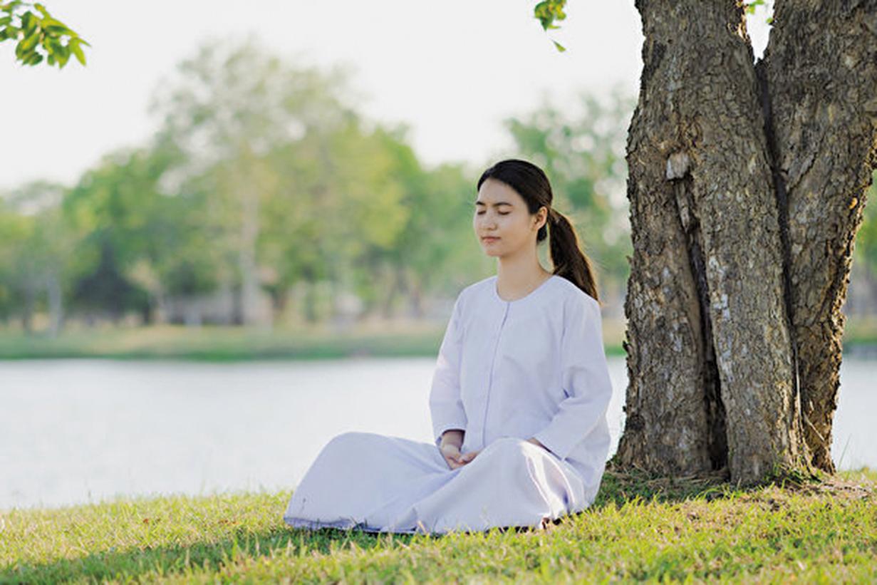 打坐可以讓人保持冷靜、延長壽命,給人帶來的許多益處。(Shutterstock)