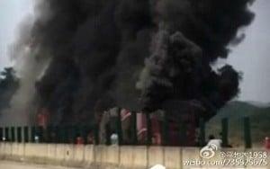 網曝湖南司機自顧逃生未開車門 官報35死被指造假