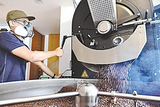 一杯精品咖啡除了要好喝,背後也存在許多社會責任。