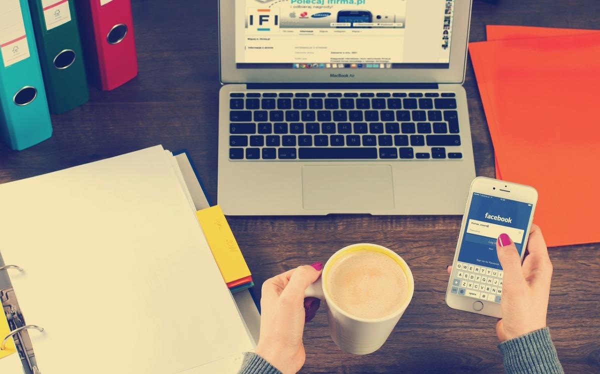 自從美國更新簽證申請表單、實行新規以來,中國社交網站上的反美言論銳減。(Image by William Iven from Pixabay)