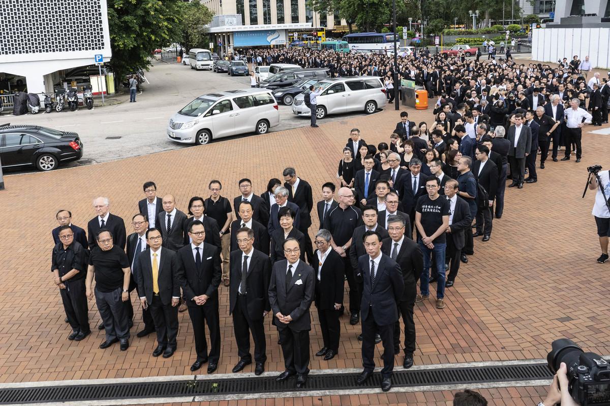 香港法律界6月6日舉行黑衣靜默遊行,近三千人出席。(李逸/大紀元)