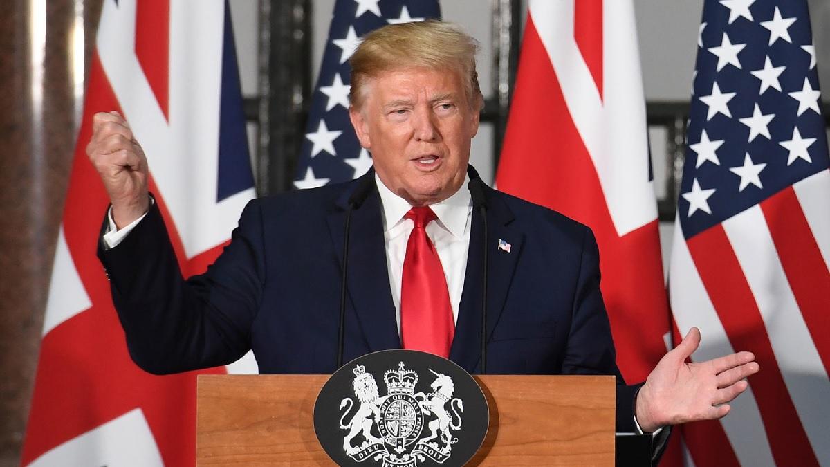 美國政府一旦公佈中共高層在美國的巨額財產,他們還有心思打貿易戰嗎?隨之而來的,中共政權可能會迅速崩解,中國人民和全世界會迎來沒有共產黨的新中國。圖為6月4日,特朗普總統在倫敦出席與英國首相文翠珊舉行的聯合新聞發佈會。(Stefan Rousseau-WPA Pool /Getty Images)