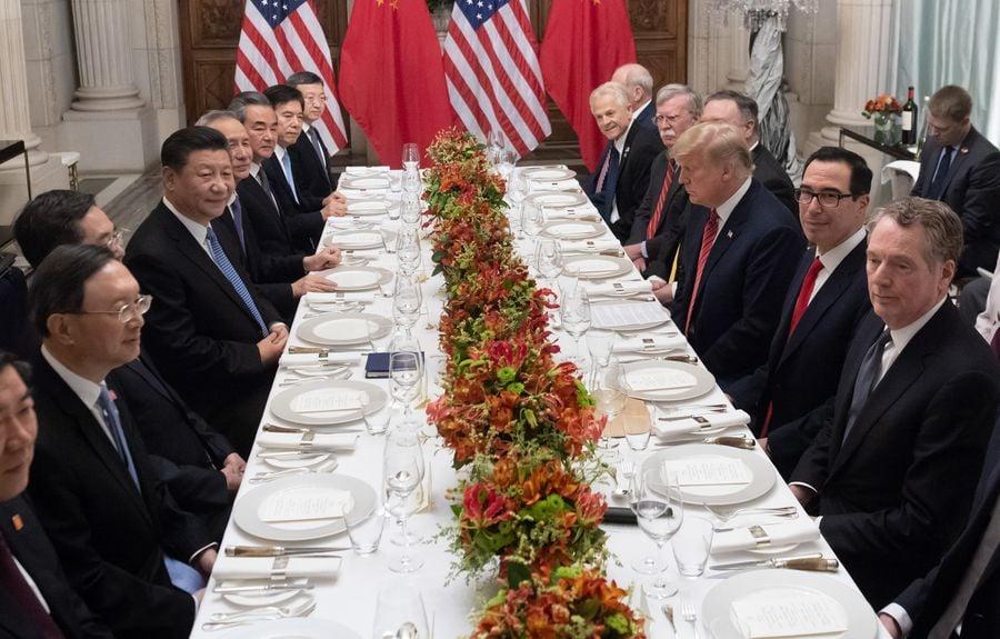 中美貿易戰加劇,雙方能否化解僵局,六月底習特會將是重要決戰時刻。圖為去年12月習特會。(SAUL LOEB/AFP/Getty Images)
