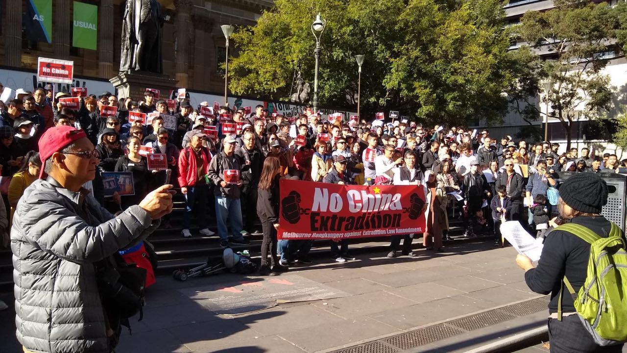 數百人在布里斯本參加反送中集會。(現場參與港人提供)