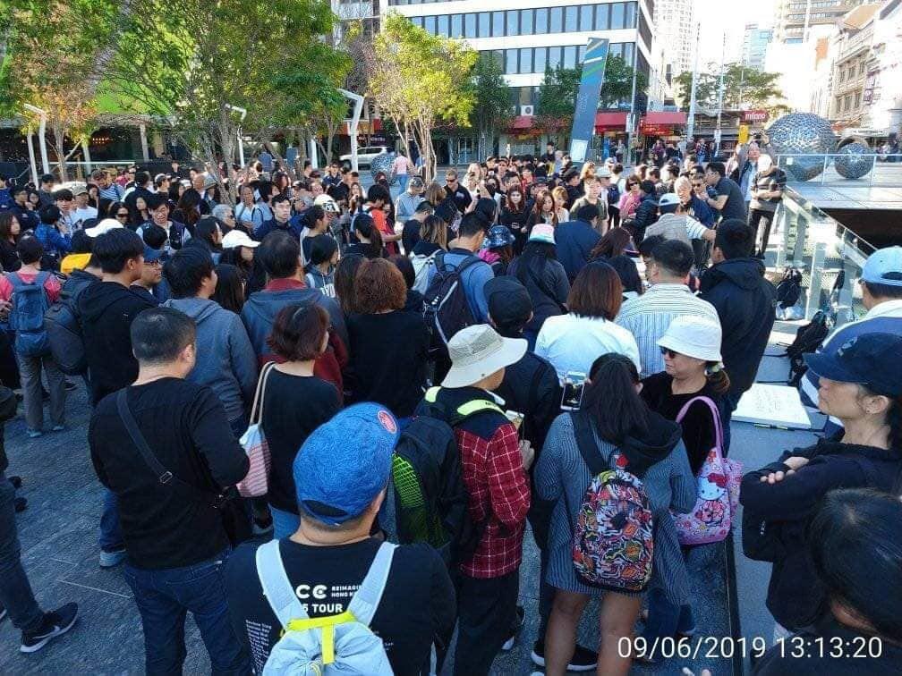 布里斯本也有數百人參加反送中集會。(現場參與港人提供)