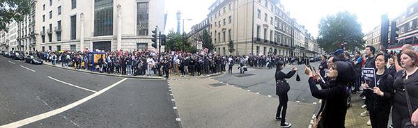 大批移居英國的港人及關心香港的朋友參加倫敦反「送中」集會。(唐詩韻/大紀元)
