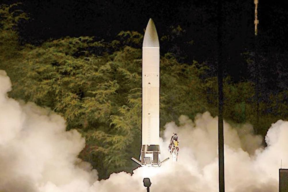 美國海、陸、空三軍共同研發的一種陸績高超音速導彈,將於2020年進行首次飛行測試。圖為陸軍的先進高超音速武器在2011年進行飛行測試。(U.S. Army Space and Missile Defense Command / Army Forces Strategic Command)