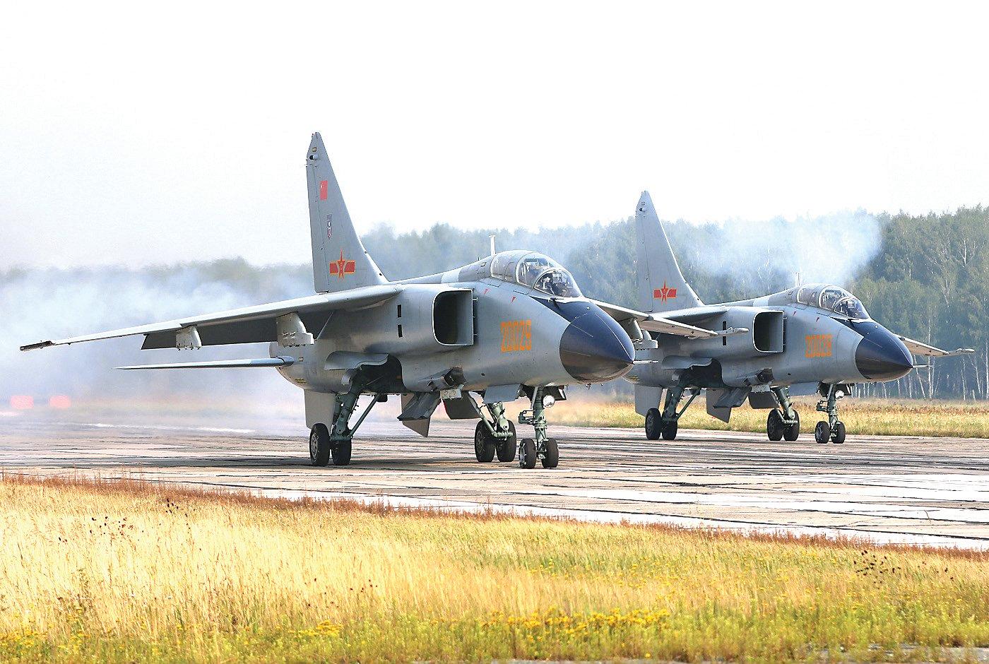 殲轟-7戰機是中共自行「研製」的機種,但品質不良,導致事故不斷。自1988年起,至少12架殲轟-7墜毀,造成至少17人死亡。(公共領域)