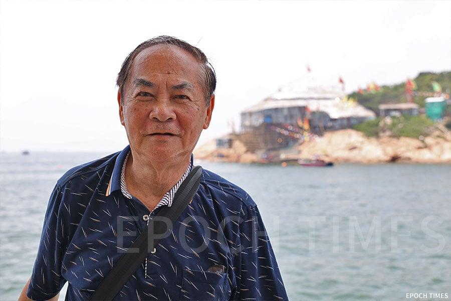 張啟勳老師雖然離開蒲台島多年,但至今仍持續在每年回到蒲台島參加天后誕,與村民聚舊。(陳仲明/大紀元)
