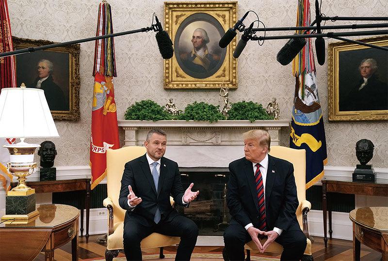 中美貿易戰至今尚未達成協議,甚至多數人都在盼望著中美談不成!圖為特朗普總統在白宮會見斯洛伐克總理。(Getty Images)