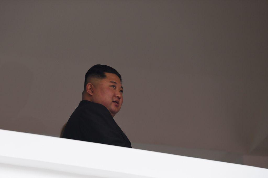 有英國媒體爆料稱,北韓獨裁者金正恩最近在處決一名將軍時,竟然下令將這名將軍丟入裝滿「食人魚」的水池裏。圖為北韓獨裁者金正恩。 ( SAUL LOEB/AFP/Getty Images)