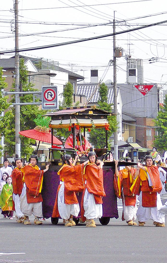京都「葵祭」再現平安時代王族風雅