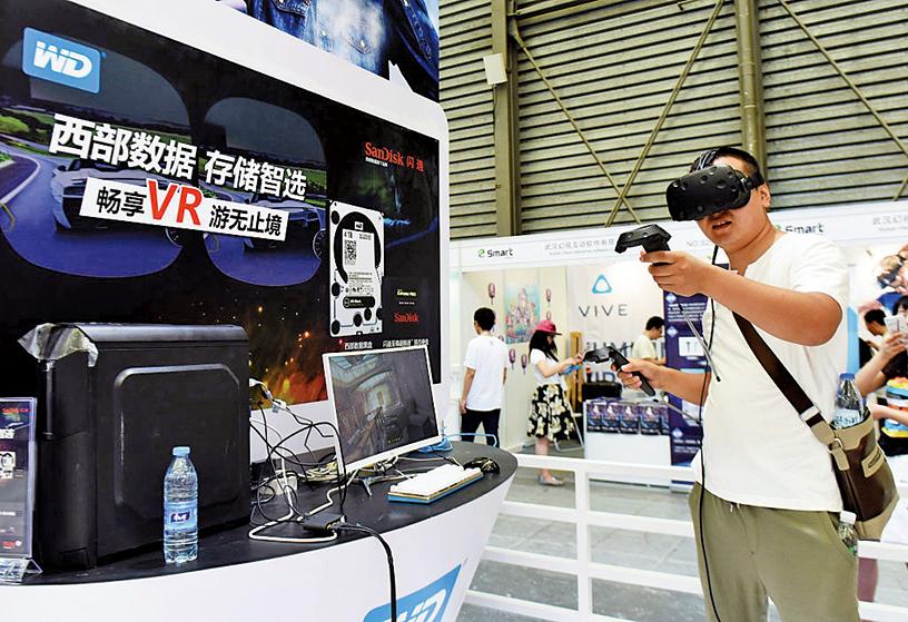 6月11日,美國數據存儲設備製造商「西部數據」(Western Digital)確認,暫停與華為的合作關係。圖為2016年西部數據在中國大陸博覽會中的展台。(Getty Images)