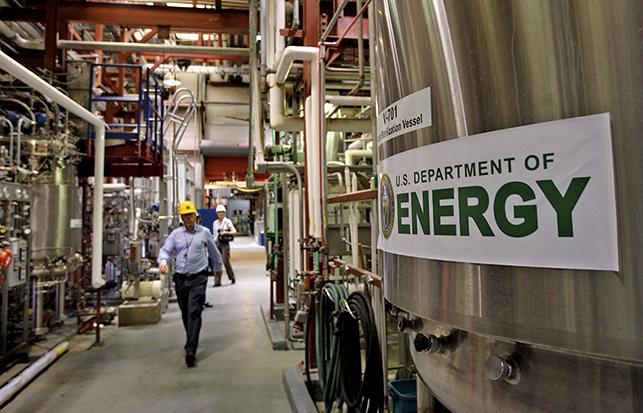 美國能源部禁止員工參與中共千人計劃。圖為能源部國家再生能源實驗室的生物燃料測試中心。(Getty Images)