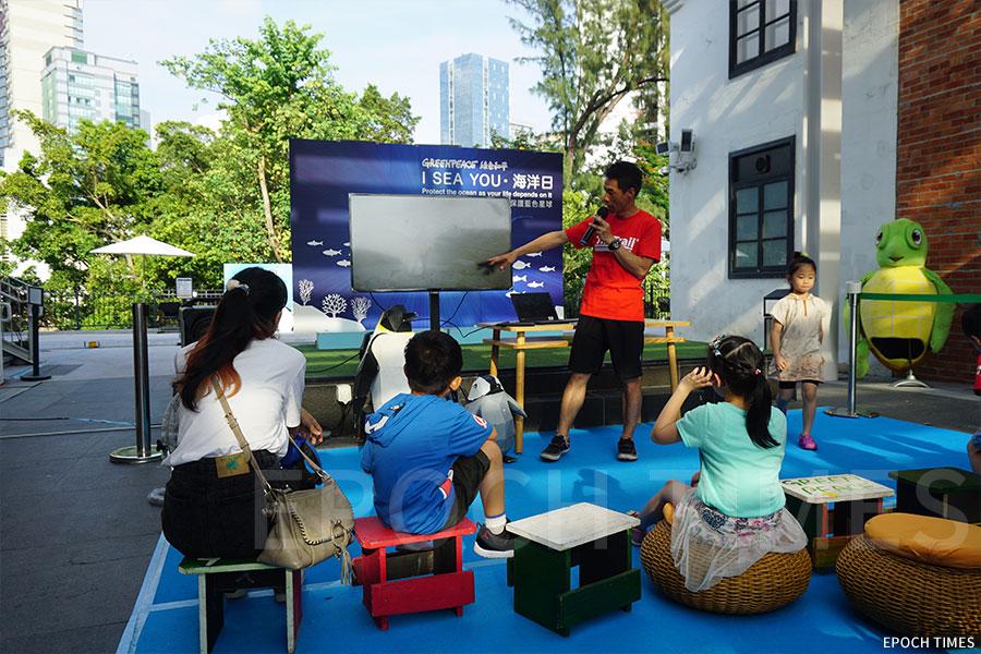 首名登上世界第四高峰——洛子峰的香港人黃偉建分享對氣候變化所做的研究及親眼見證。(曾蓮/大紀元)