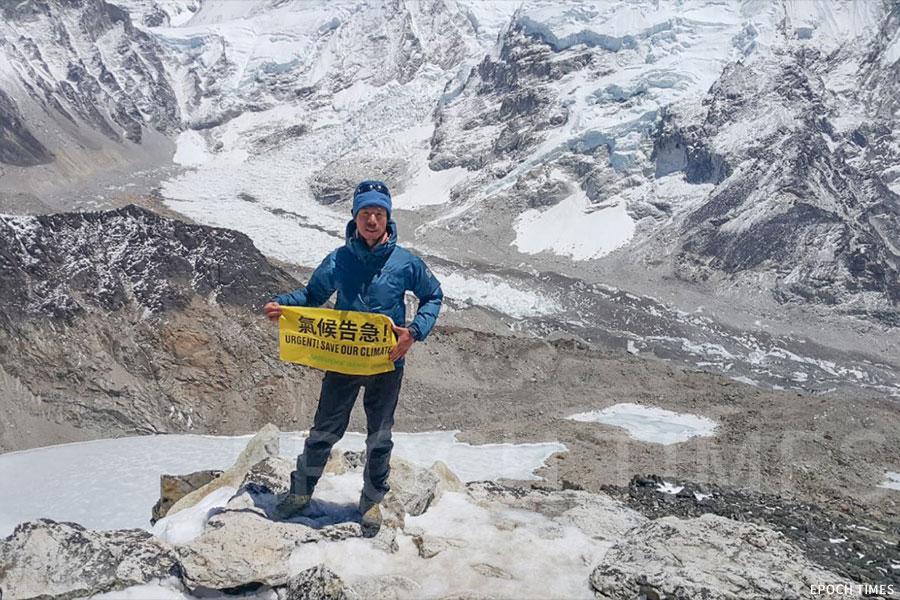 黃偉建關注氣候問題,今年到尼泊爾攀山過程也見證了氣候變化帶給人類的威脅。(綠色和平提供)