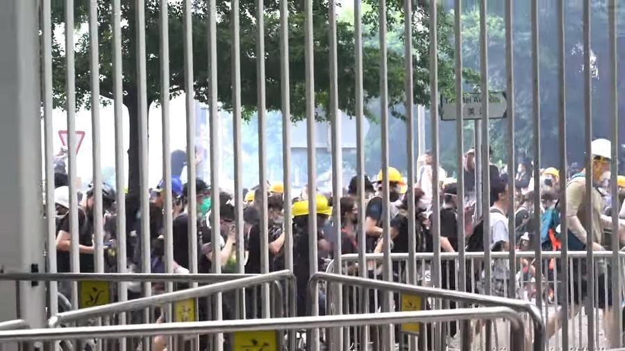 【反送中】佔領運動升級 警方釋放催淚彈(影片)