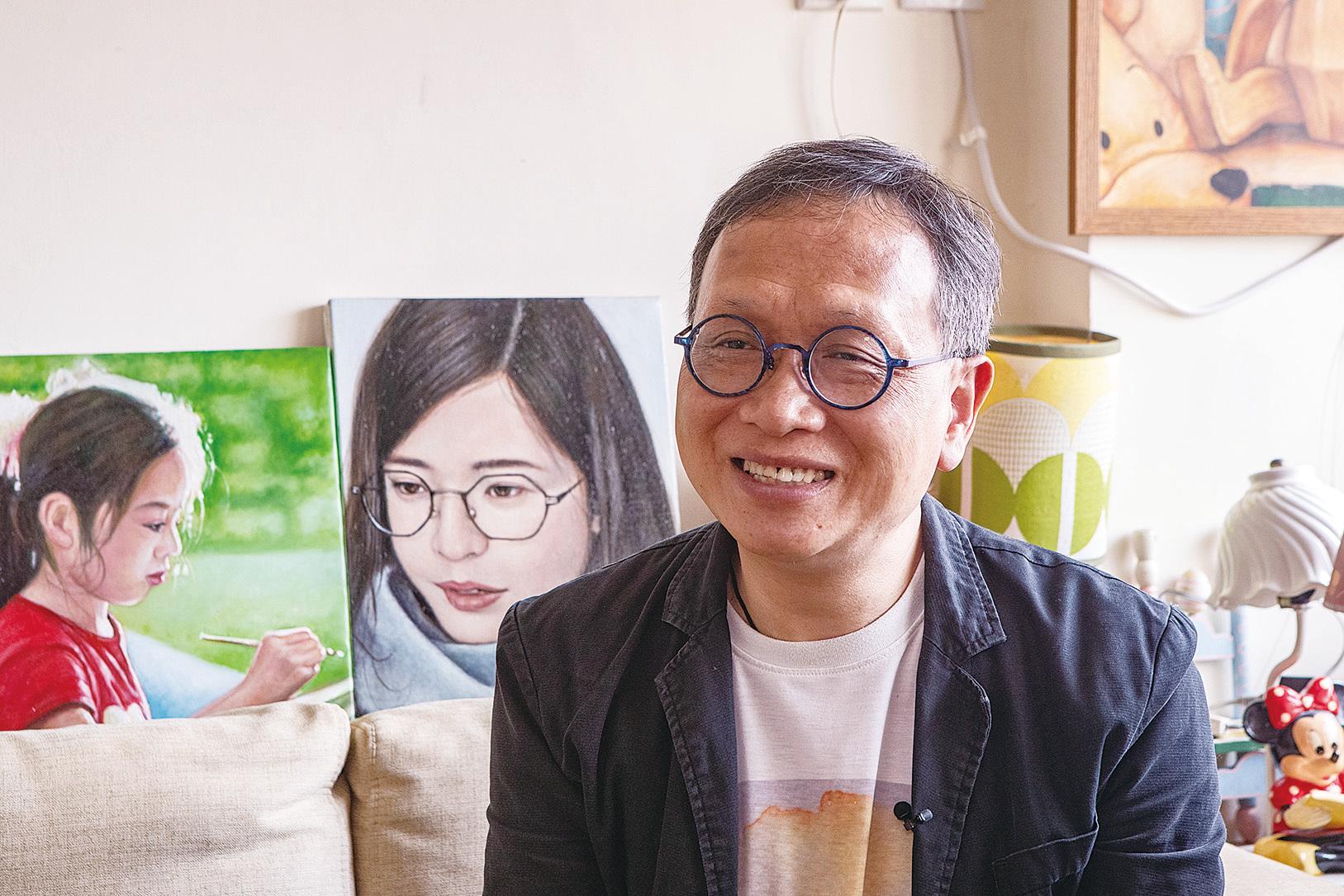 寫實派畫家劉遠章讚揚新唐人油畫大賽水平很高,參賽藝術家非常出色。(余鋼/大紀元)