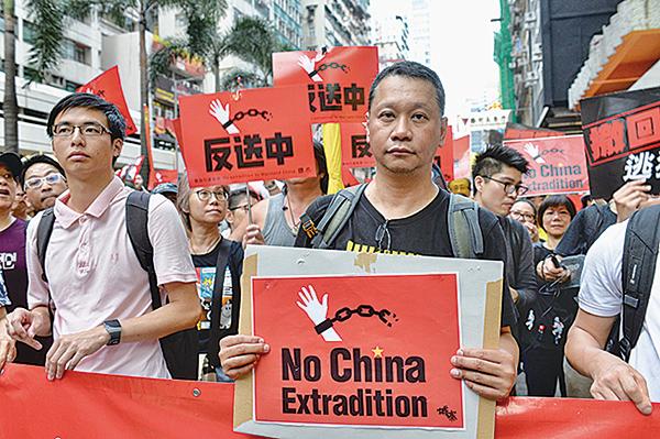 中央政策組前全職顧問、資深傳媒人劉細良參與4月的反送中遊行。(大紀元資料圖片)