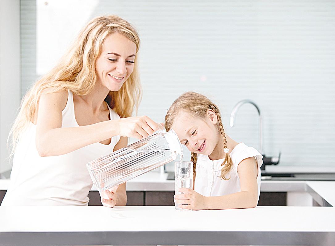 對於每日要喝的飲品,建議還是喝最傳統的白開水。