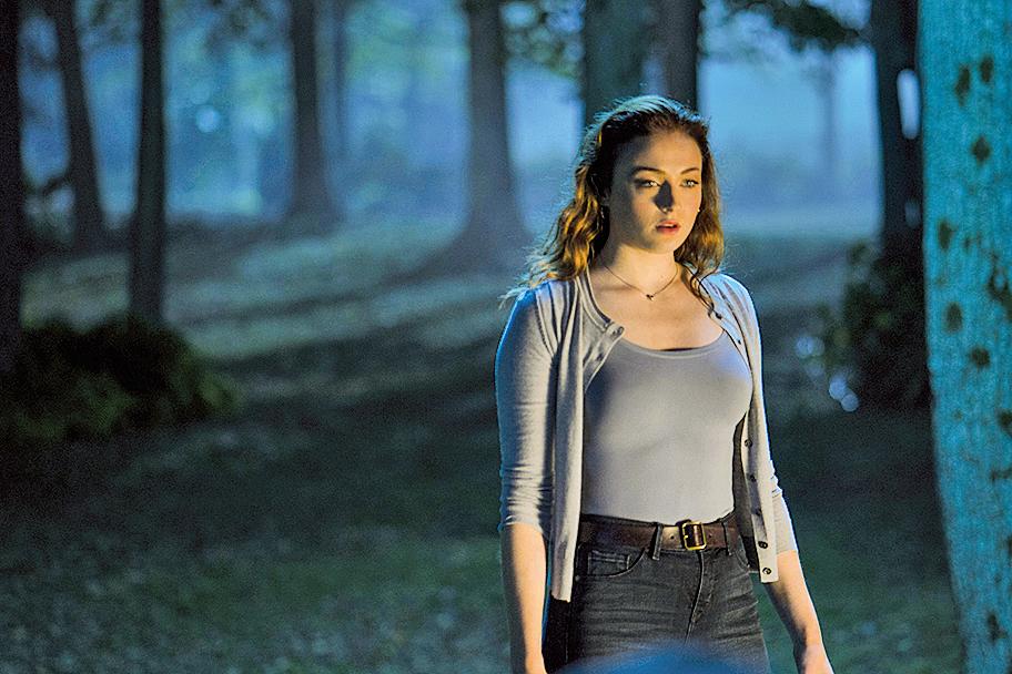 儘管珍妮花羅倫絲、謝茜嘉謝西婷等一線女巨星在電影中擔綱要角,但飾演黑鳳凰的蘇菲特納(圖)的表現並未讓人覺得差人一截。