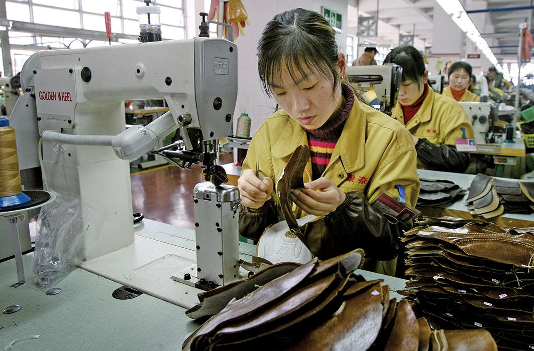 越南日前展開行動,打擊把大陸商品偽造「越南製造」的不法廠家。(AFP)