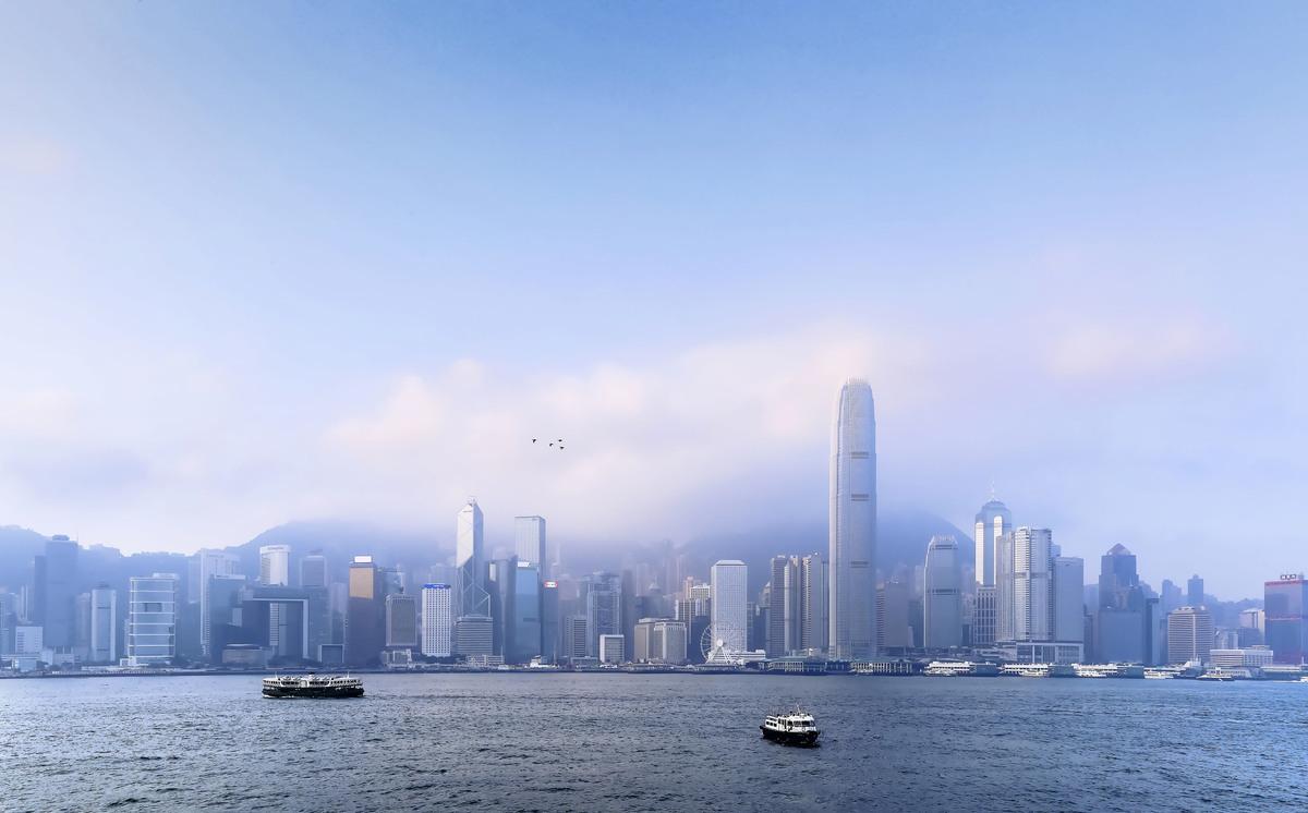 香港政府擬修訂《逃犯條例》,引發百萬香港人走上街頭。美國知名對沖基金大鱷、海曼資本(Hayman Capital Management)創辦人巴斯(Kyle Bass)13日發出警告,如果該法通過,發生在香港的事情,會比英國脫歐更具影響性;美國若(因此)不給予香港最惠國待遇,會讓全世界的有錢人離開香港。 (余鋼/大紀元)