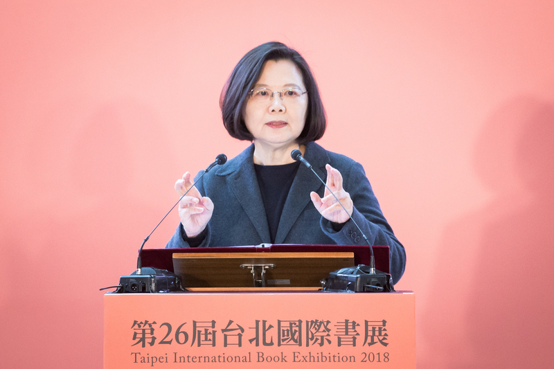 台灣總統蔡英文今早(6月16日)在台北寺廟參拜時再次回應香港「反送中」事件表示,一國兩制絕對不可行,強調守護民眾的民主自由是任何一位領導人的責任。資料圖。(陳柏州/大紀元)